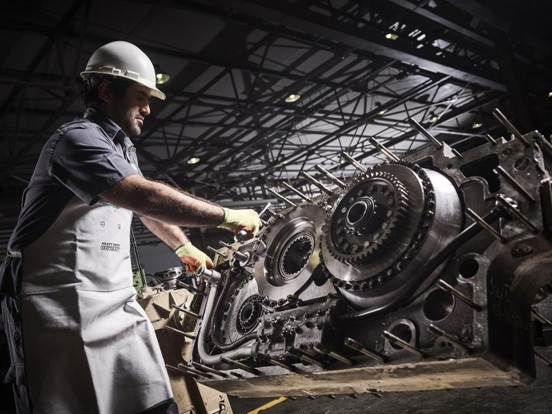 Components rebuild (e.g., engines, transmissions, differentials)